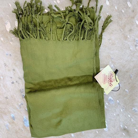 Rapti Accessories - Green Simple Scarf